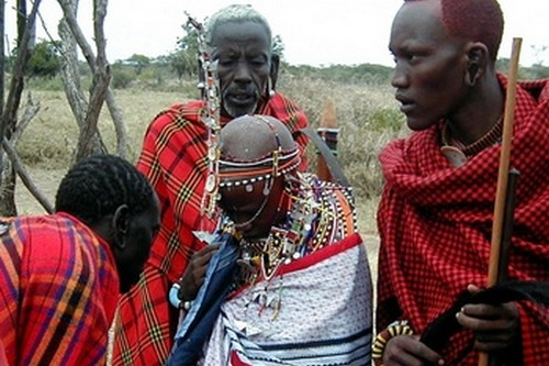 Brides-father-spits-on-her-massai-wedding.jpg